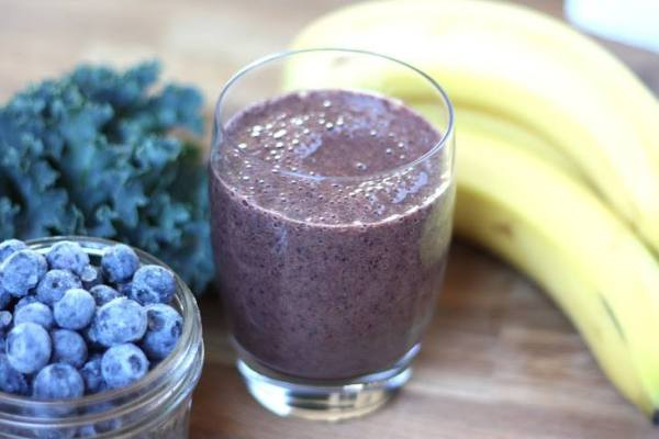 Blueberry-Banana-Kale Smoothie: 1 c orange juice, 2 XL kale leaves, 2 bananas & 1 c frozen blueberries
